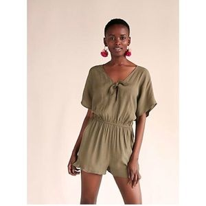 🌟NWT Express Green Tie Front Romper🌟